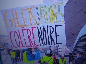 1200px-manifestation_des_gilets_jaunes,_porte_maillot_le_17_novembre_2018